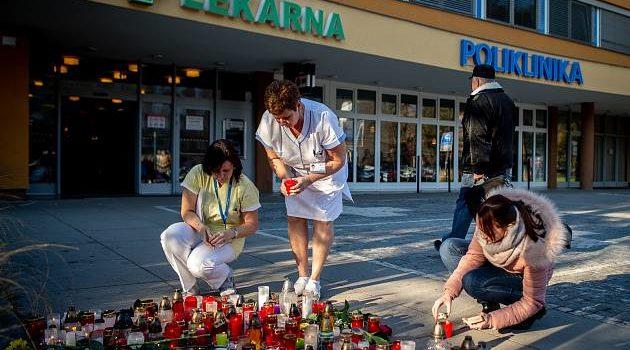 Vzpomínka na zavražděné oběti útoku ve Fakultní nemocnici Ostrava